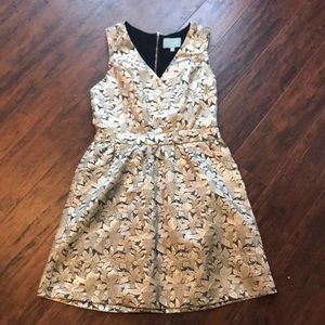 Beautiful gold floral cocktail dress. Size Small.